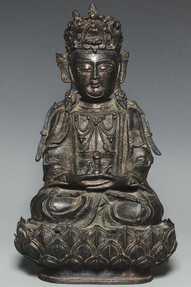 A MING DYNASTY GILT-LACQUERED BRONZE GUANYIN