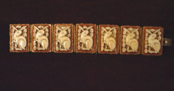 16A: ANTIQUE CHINESE STERLING IVORY RABBIT BRACELET