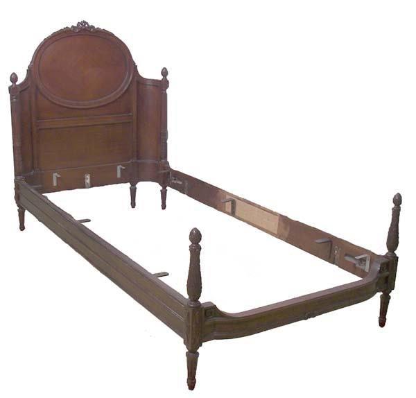 39: Pair American mahogany twin beds
