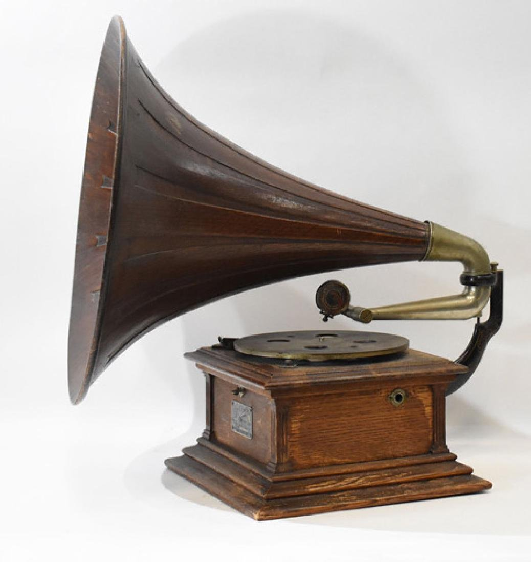 victor III #34000 phonograph with Oak Horn - 2