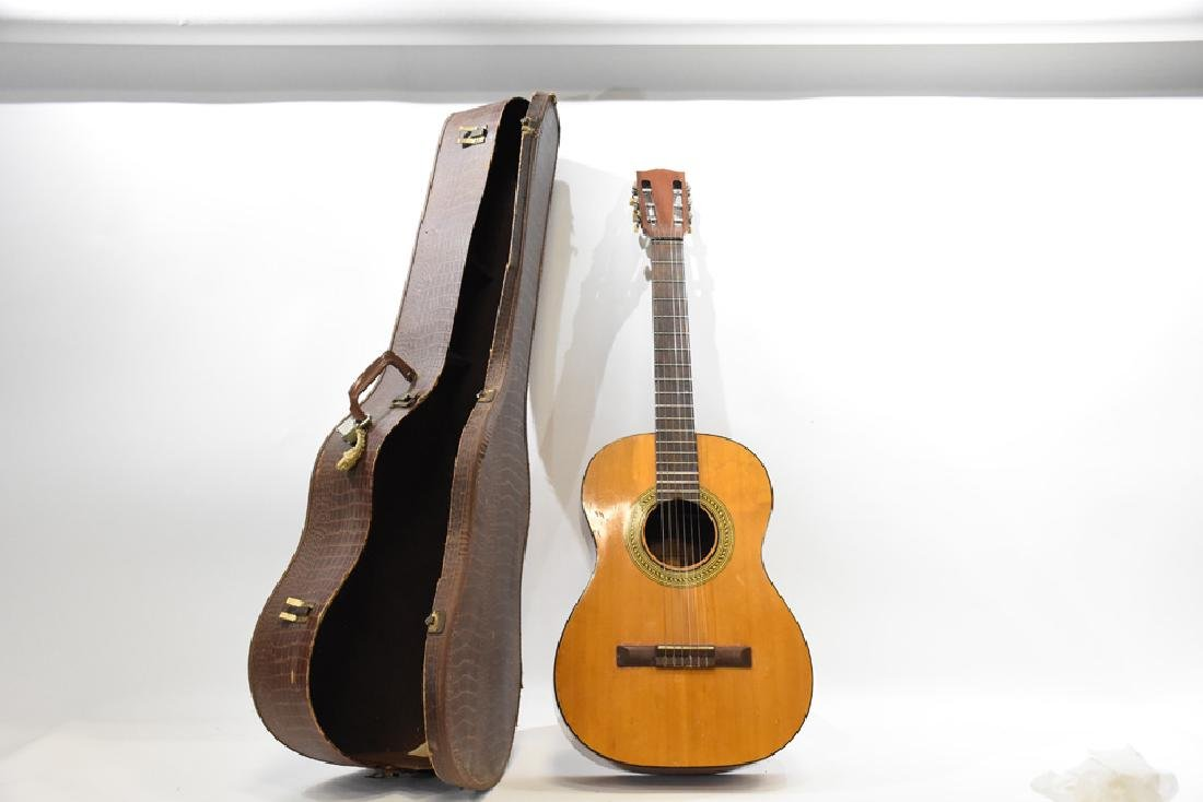 Gibson classical guitar #159437 with alligator case