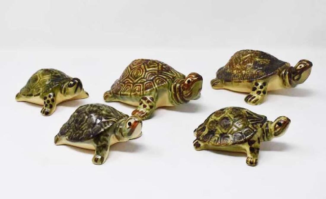 5 Pottery turtles