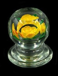 John Choko 1973 Yellow Flower Faceted Paperweight - 2