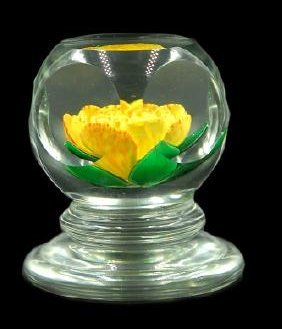 John Choko 1973 Yellow Flower Faceted Paperweight - 3