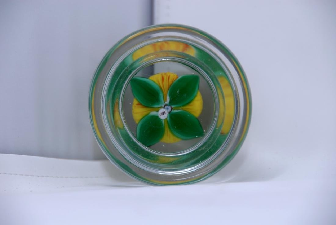 John Choko 1973 Yellow Flower Faceted Paperweight - 5
