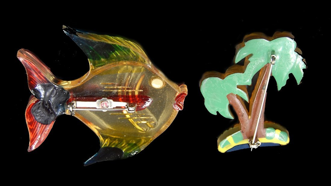 2 Lucite Bakelite Pins Fish And Palm Tree - 2