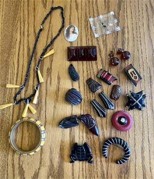 17 Pieces of Vintage Bakelite Jewelry