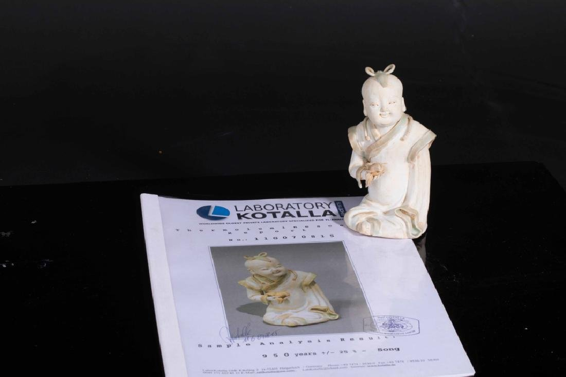 Chinese Porcelain Fingural