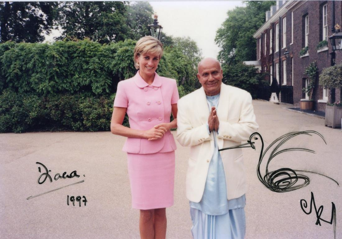 Diana Princess of Wales and Sri Chinmoy. Original photograph. Signed by both. Dated 1997.