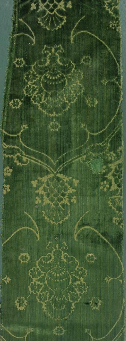 Fragment of velvet with pierced decoration. 15th centur