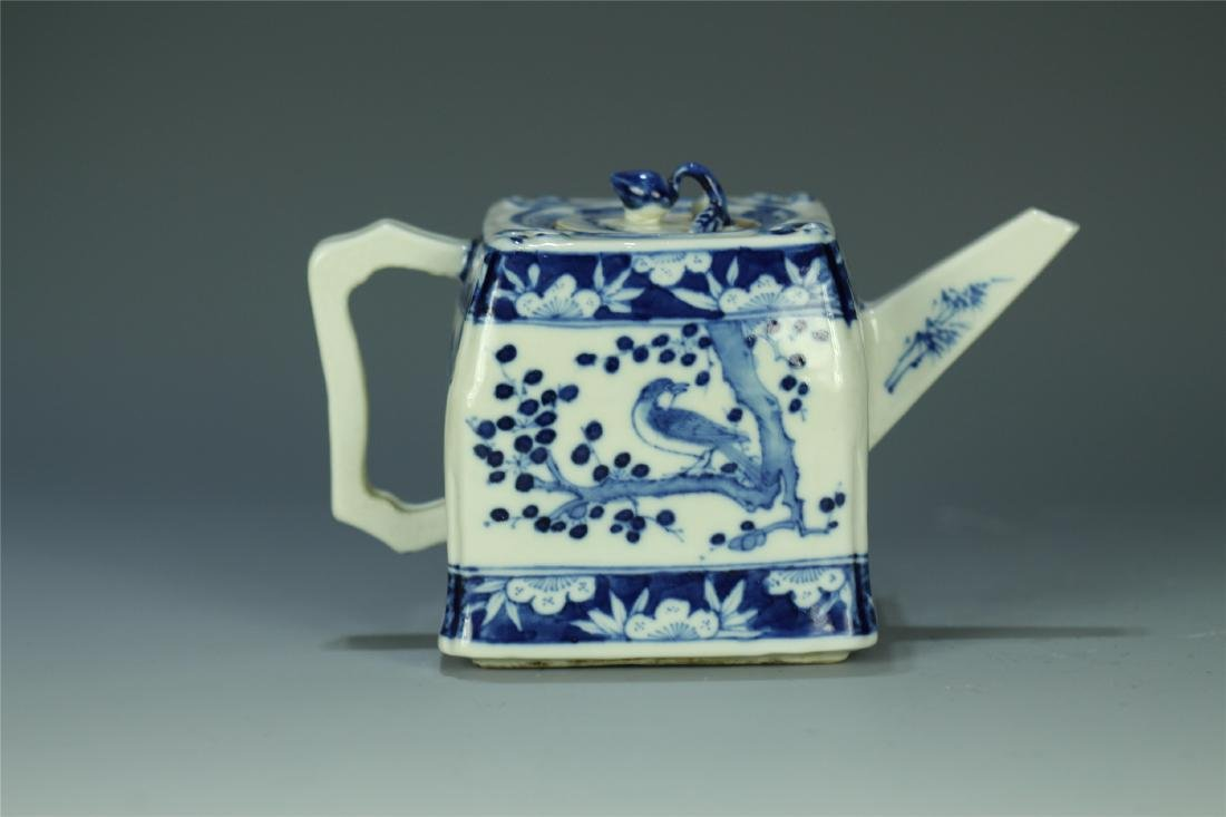 CHINESE PORCELAIN BLUE AND WHITE FLOWER TEA POT - 3