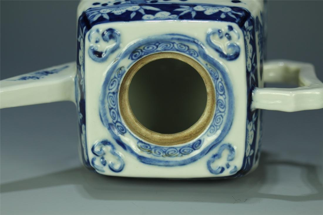 CHINESE PORCELAIN BLUE AND WHITE FLOWER TEA POT - 8