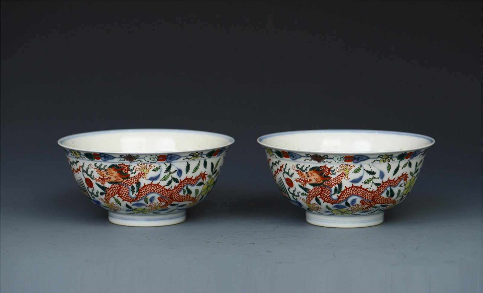 PAIR OF CHINESE PORCELAIN BLUE AND WHITE WUCAI DRAGON