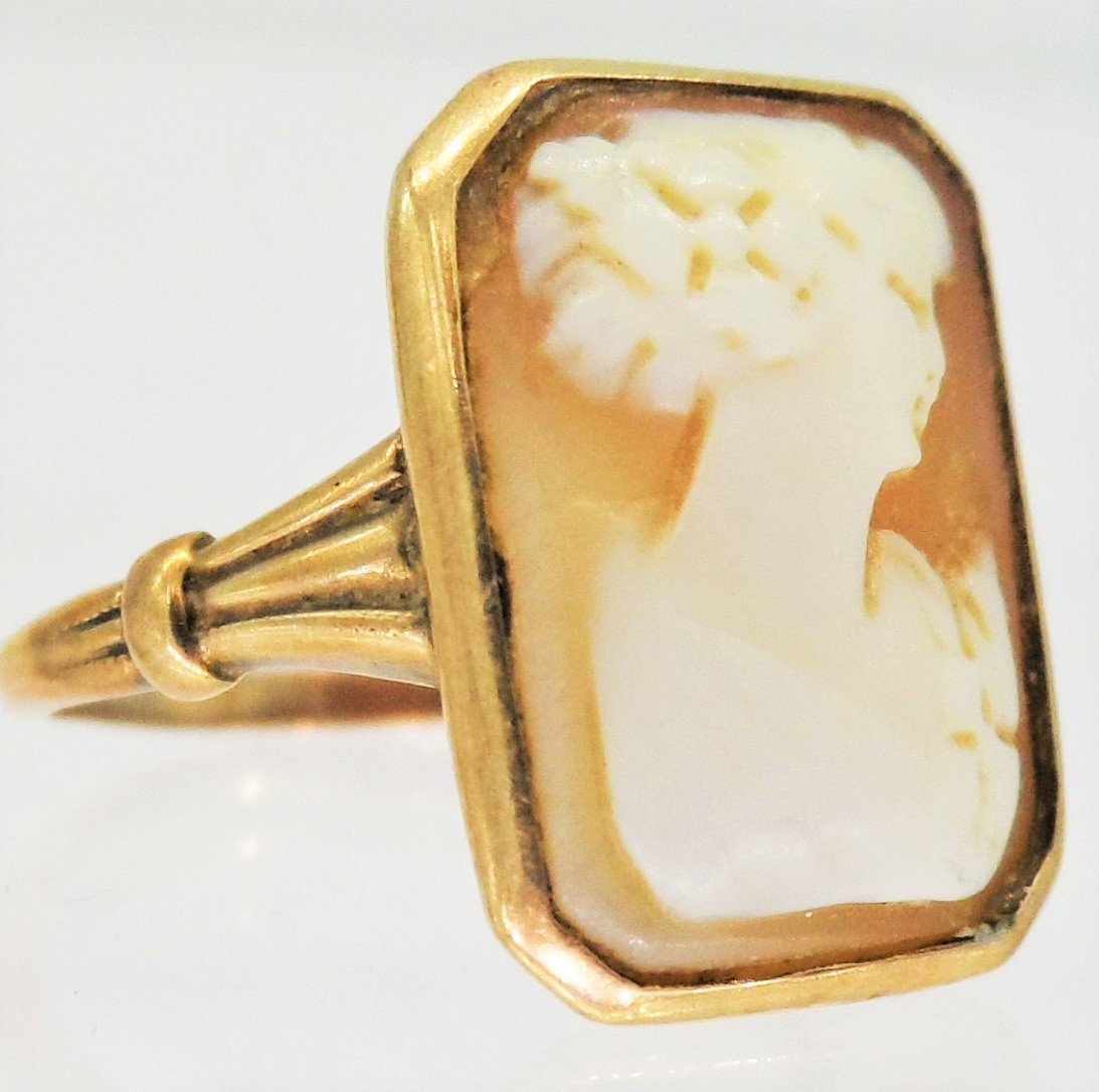 19TH CENTURY VICTORIAN 10kt GOLD CARVED CAMEO RING