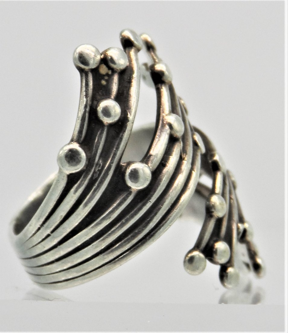 Beau Sterling Silver Flower Ring - 2