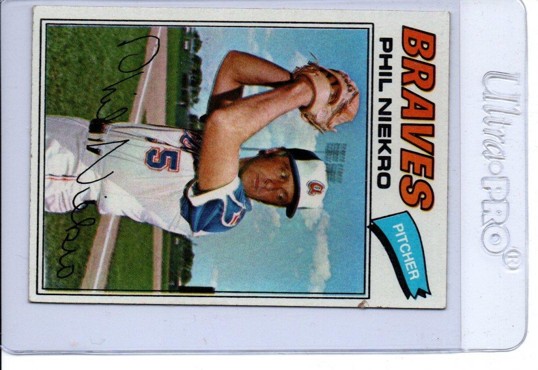 1977 Topps Phil Niekro Baseball Card Sports