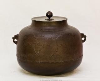 Iron Kettle (Kama) by Ikkei Kakutani, Late 20th century