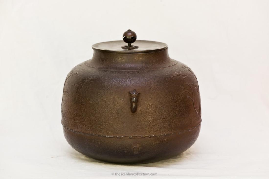 Iron Kettle (Kama) by Ikkei Kakutani, Late 20th century - 2