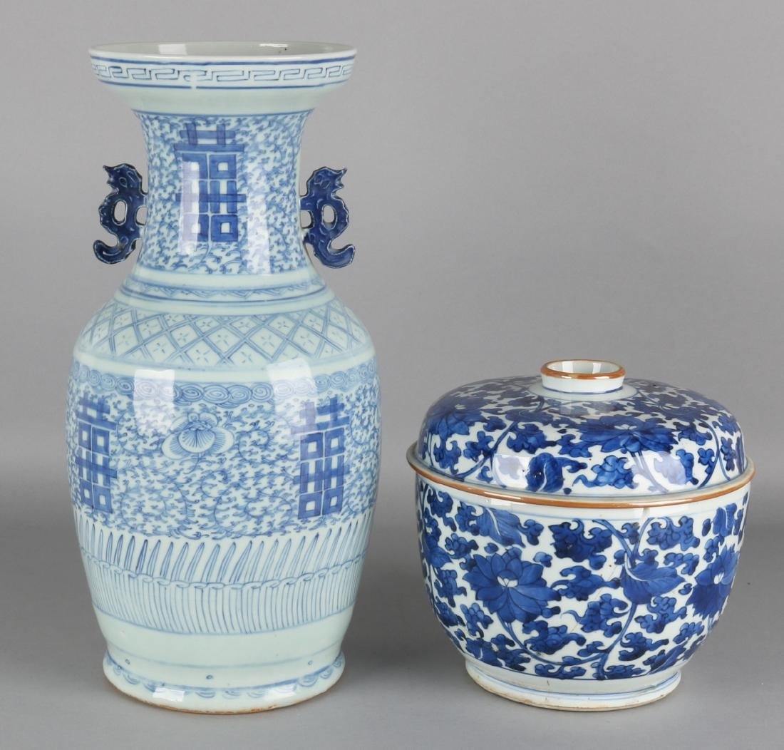 Large antique chinese porcelain lid vases 18th two large antique chinese porcelain lid vases 18th floridaeventfo Choice Image