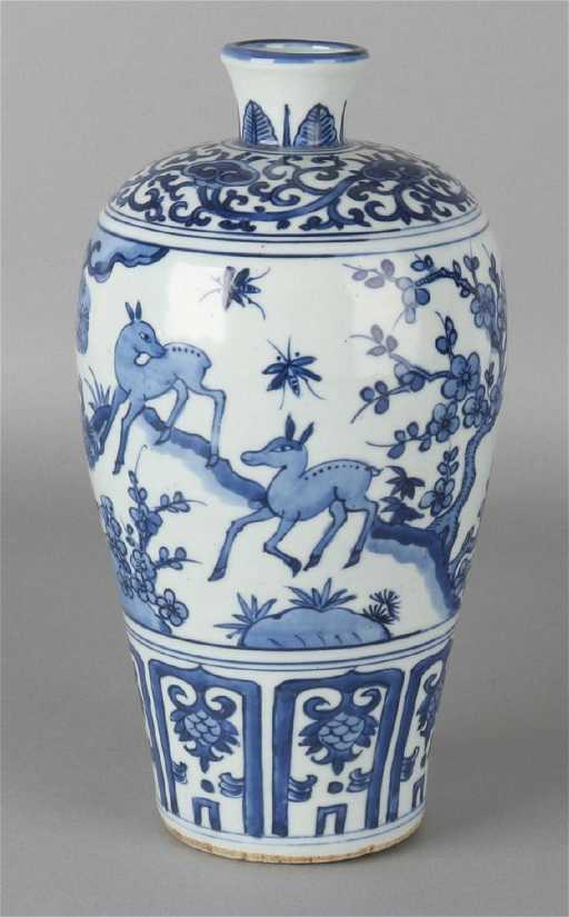 Old Chinese Porcelain Vase With Deer In Nature To 17th