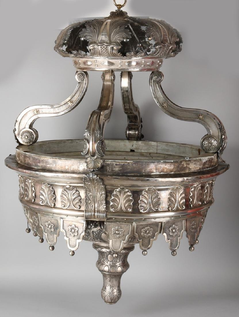 Particular capitale silver godslamp, Belgium 833/000. Large lamp with a silver