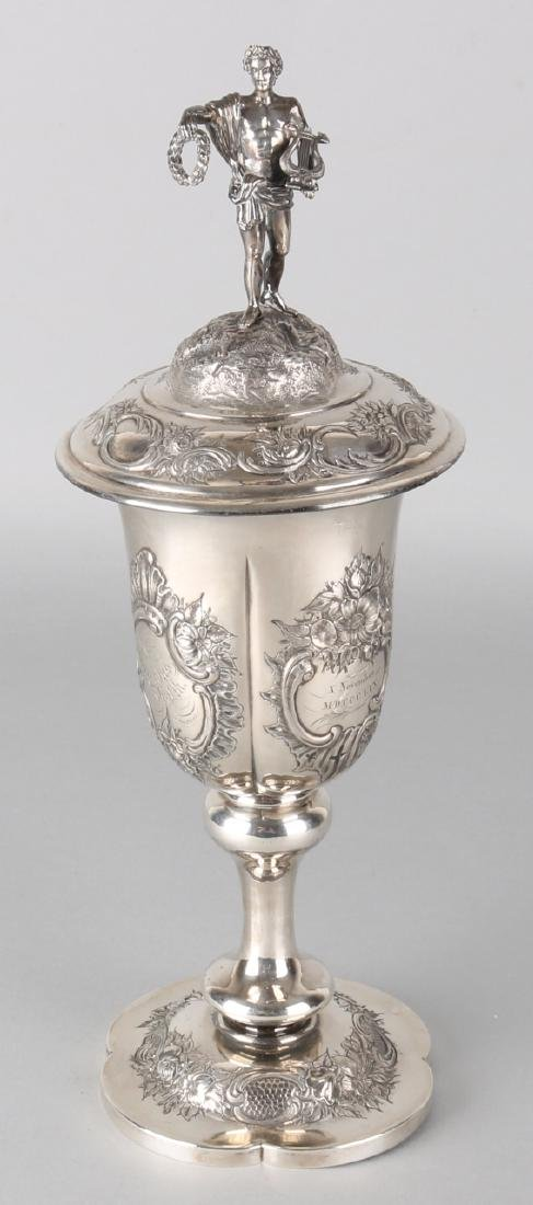 Beautiful silver goblet, 835/000, with lid with Apollo. Cup on a rounded foot de