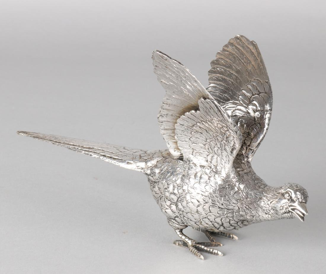 Silver centerpiece, Pheasant, 835/000, with raised wings. MT .: Zaanland silvers