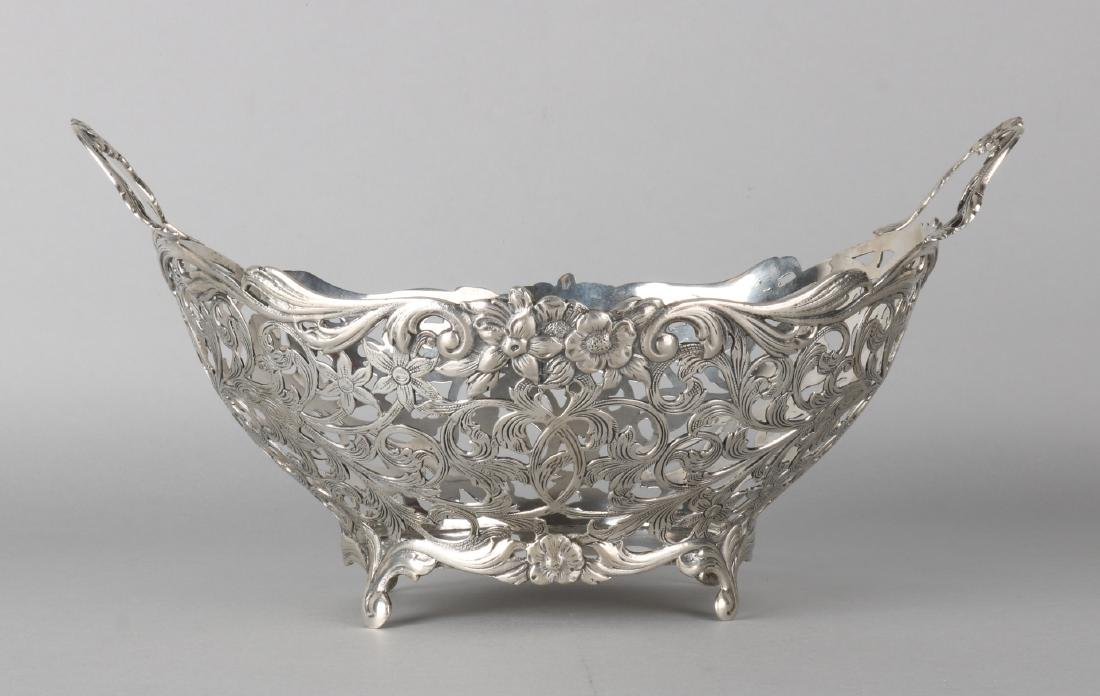 Large silver basket, 835/000, with an oval-shaped shape with sawn Biedermeier de