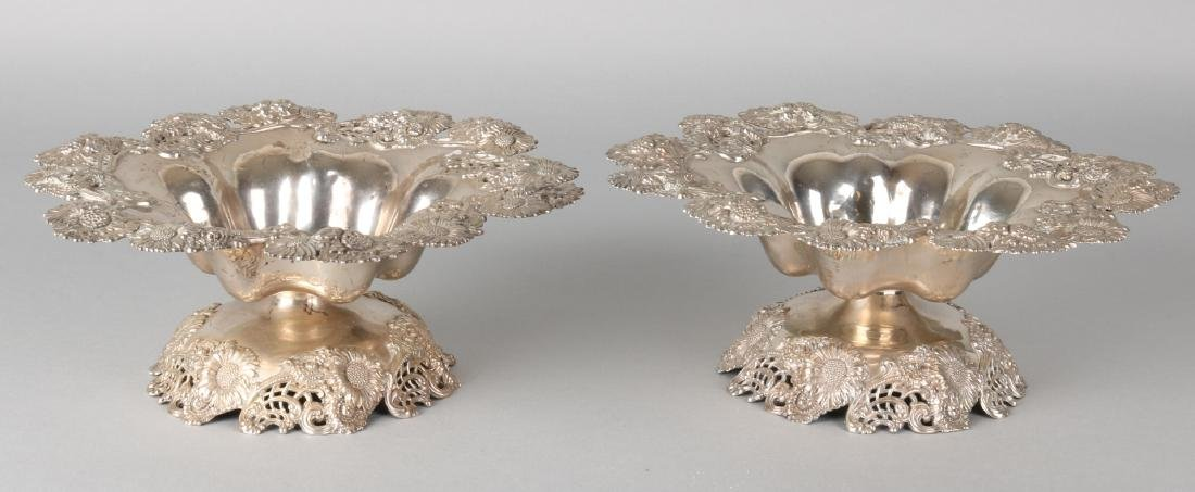 Two special silver bowls, 925/000, on round base with floral decor and with a fo