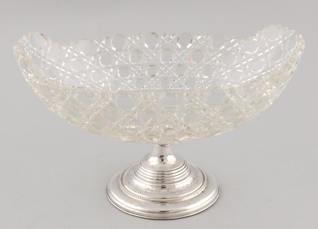 Oval crystal fruit bowl on silver base, 835/000. Fruit bowl with Russian cut pla