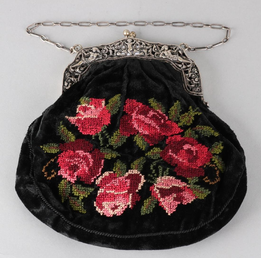 Bag with silver bracket, 835/000, model with floral pattern with putti and femal