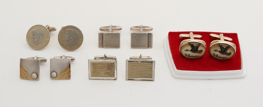 Lot of cufflinks with 3 pairs of silver cufflinks, a pair with coin with Kennedy