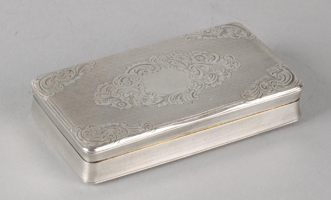 Silver snuff box, 950/000, decorated with engraving and the bottom is provided w
