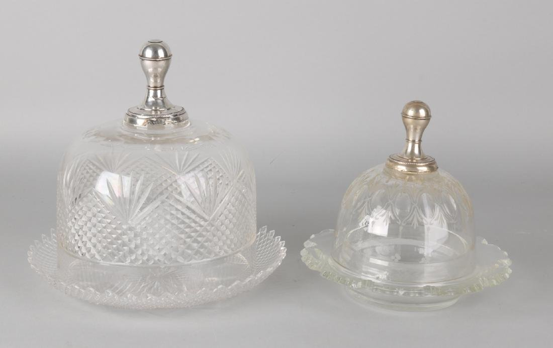 Crystal butter and cheese bell with silver button with pearl edge, 835/000. Butt