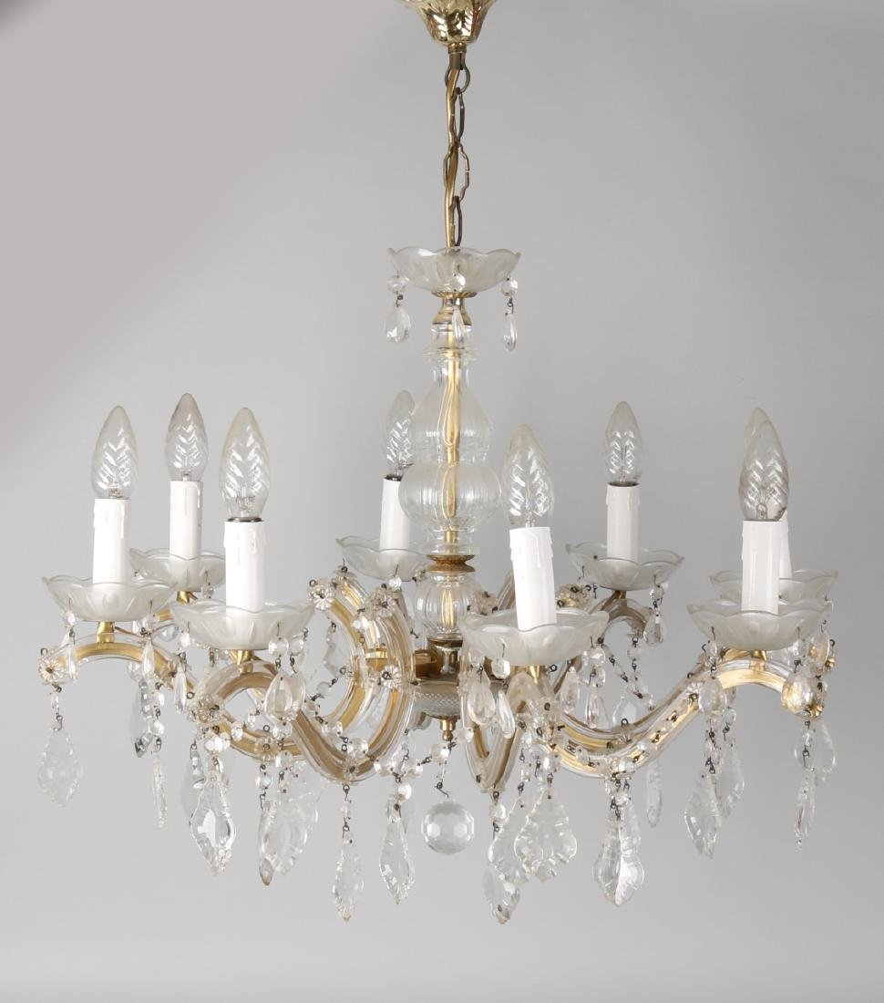 Crystal glass chandelier. 20th century. Size: 46 x 57 cm ø. In good condition.
