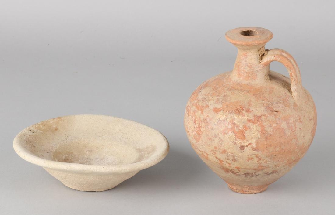 Antique Roman terracotta vase and dish. Size: 14 x 10 cm ø and 3.5 x 12.5 cm ø.