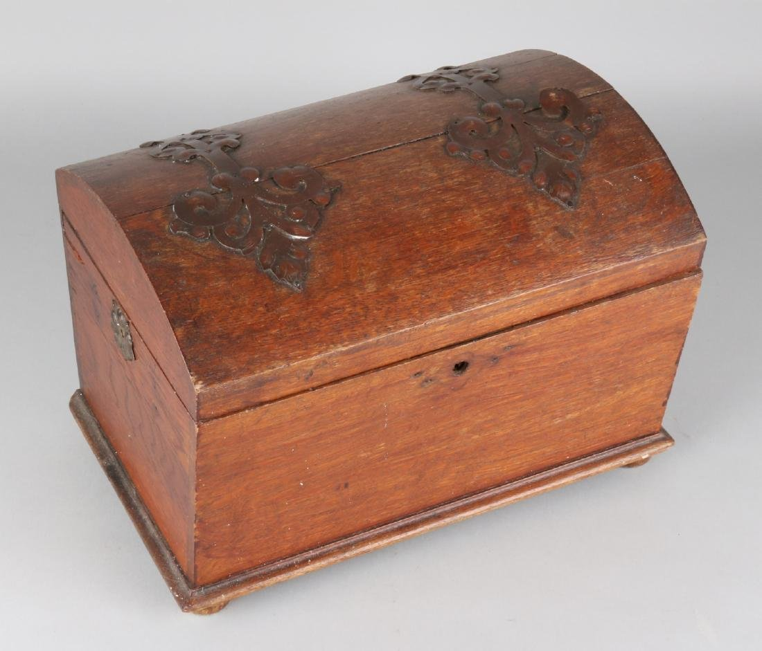 Small antique oak wooden chest with brass fittings. Lock plate mist + side missi