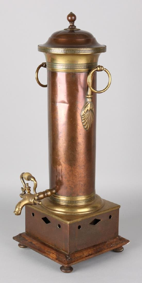 19th Century English brass with brass samovar with coal drawer. Size: 51 cm. In