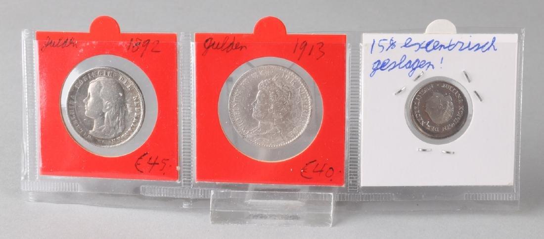 Lot of 3 coins: 1x 25 cents 1980 error, 1x 1 gulden 1892 and 1x 1 gulden 1913.