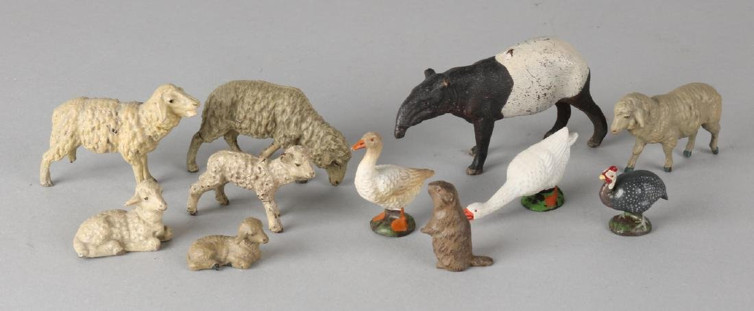 Lot of eleven German lineol animals. Circa 1930. Size: 1 - 6 cm. In good conditi