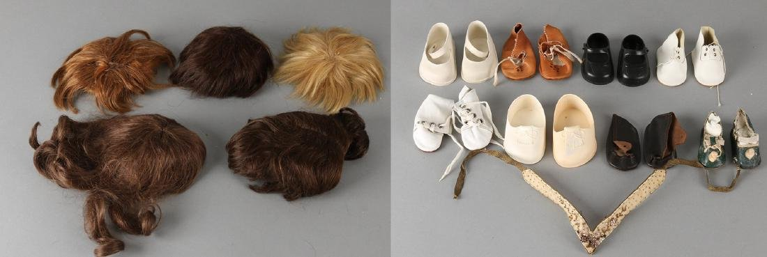 Lot of various old / antique doll wigs for porcelain dolls. Size: approximately