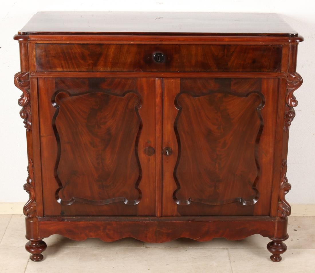 Dutch mahogany Louis Philippe penantkast. Circa 1860. Recently professionally re