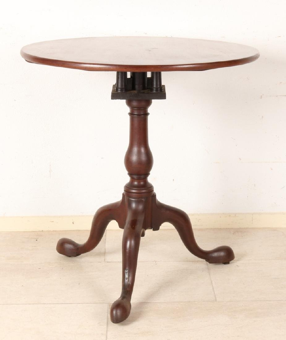 18th - 19th Century English mahogany tilt table, Georgian. In its original state
