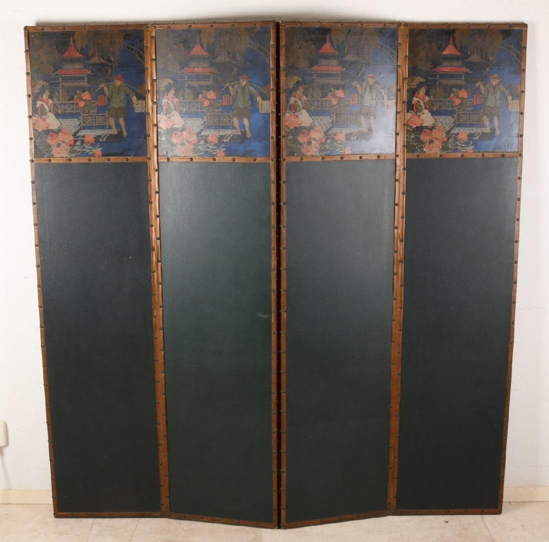 Large antique handpainted folding screen with Chinese decors. Circa 1915. Size: