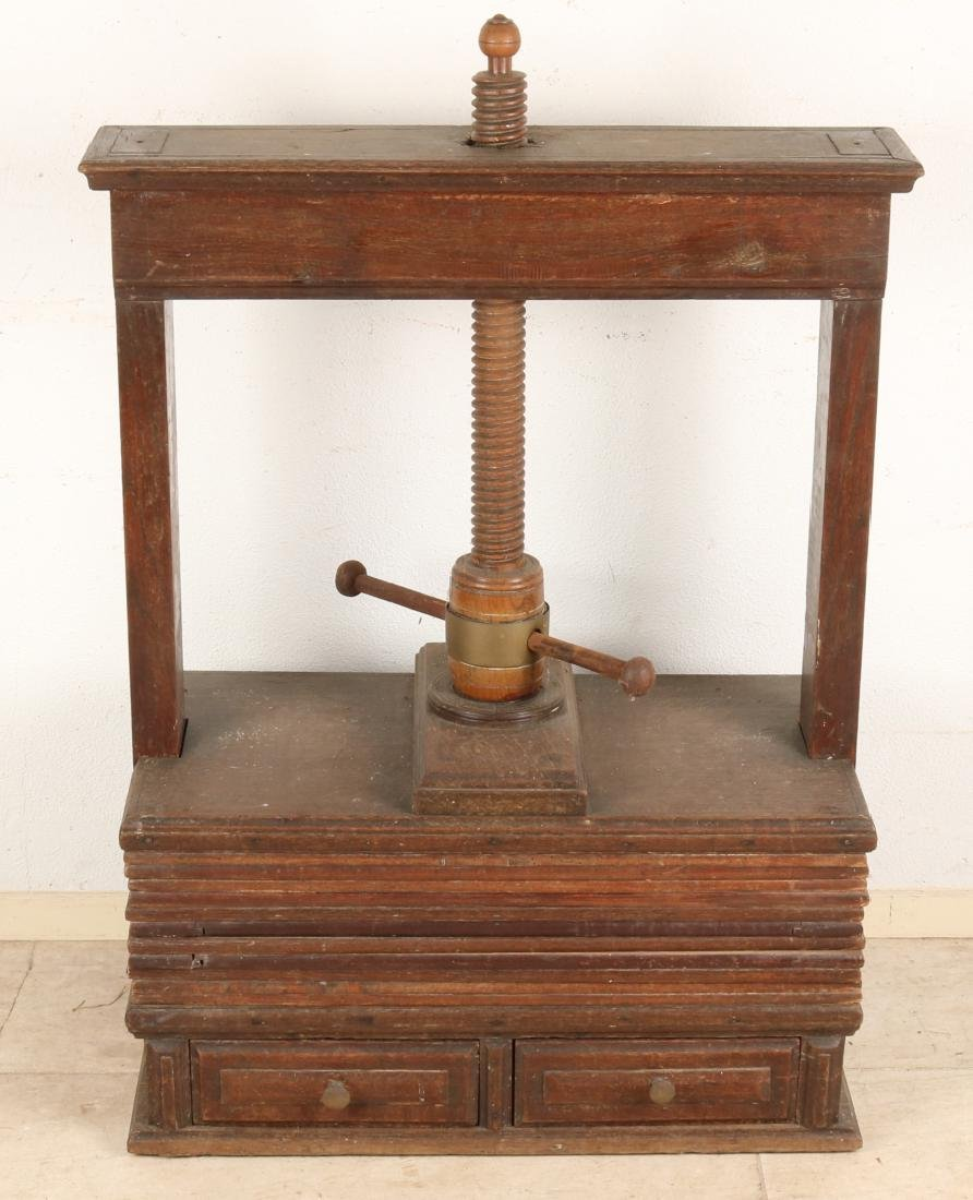 18th Century oak linen cloth press with drawers. Size: 100 x 40 x 73 cm. In good