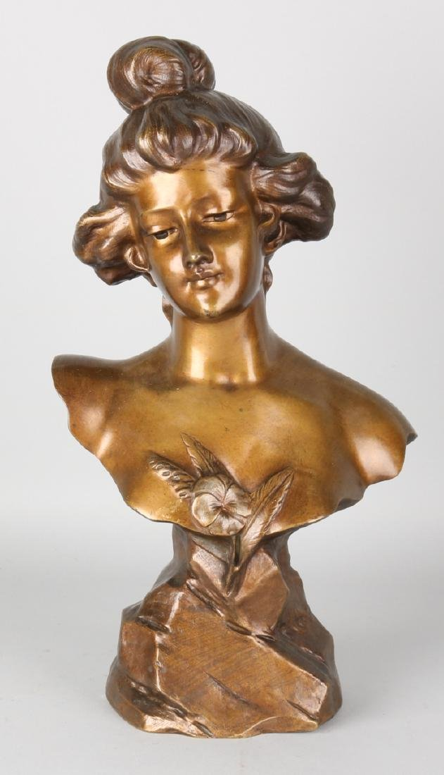 Large signed antique ladies bust by Renetti. Circa 1915. Size: 45 cm. In good co