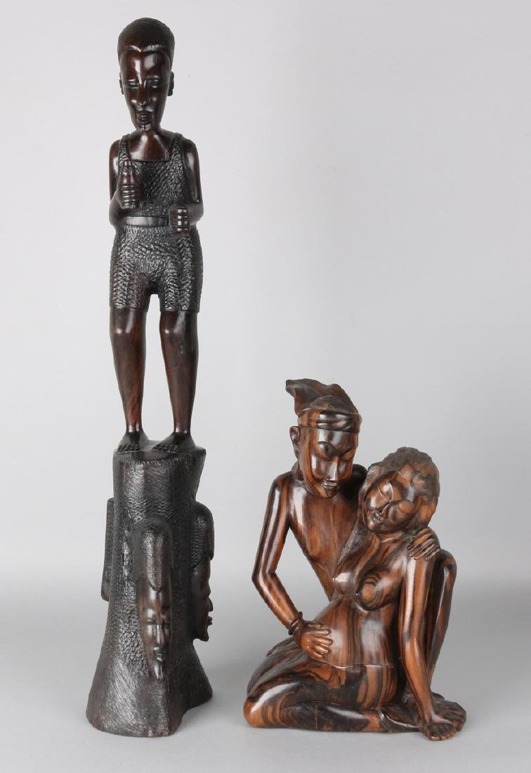 Large African and Indonesian woodcarved image. 20th century. Size: 31 - 62 cm. I