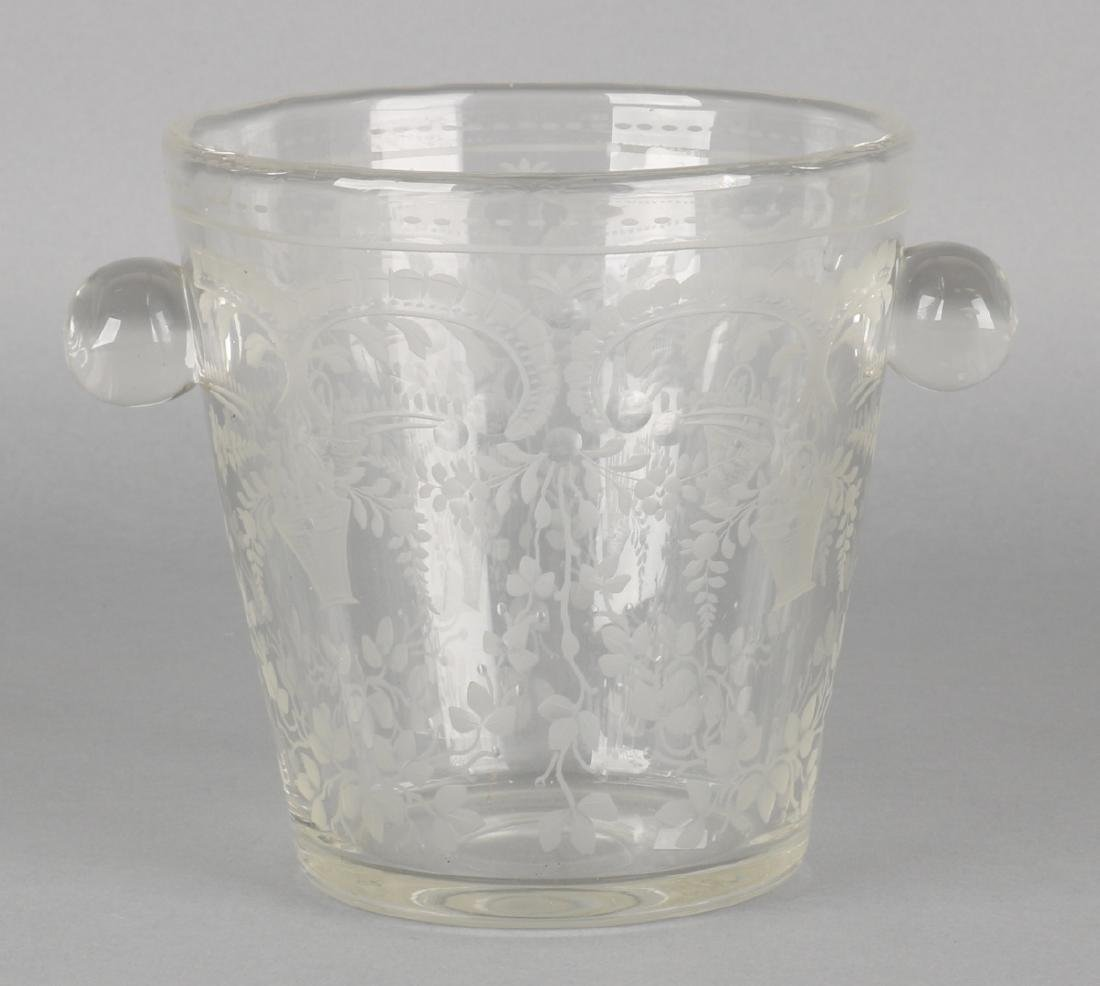 Beautiful early 19th century floral engraved glass wine grape. Size: 12 x 12 cm