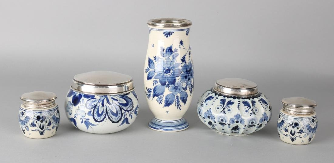 5 parts Delft blue with silver, 835/000, with a vase with silver rim, 3 lids wit