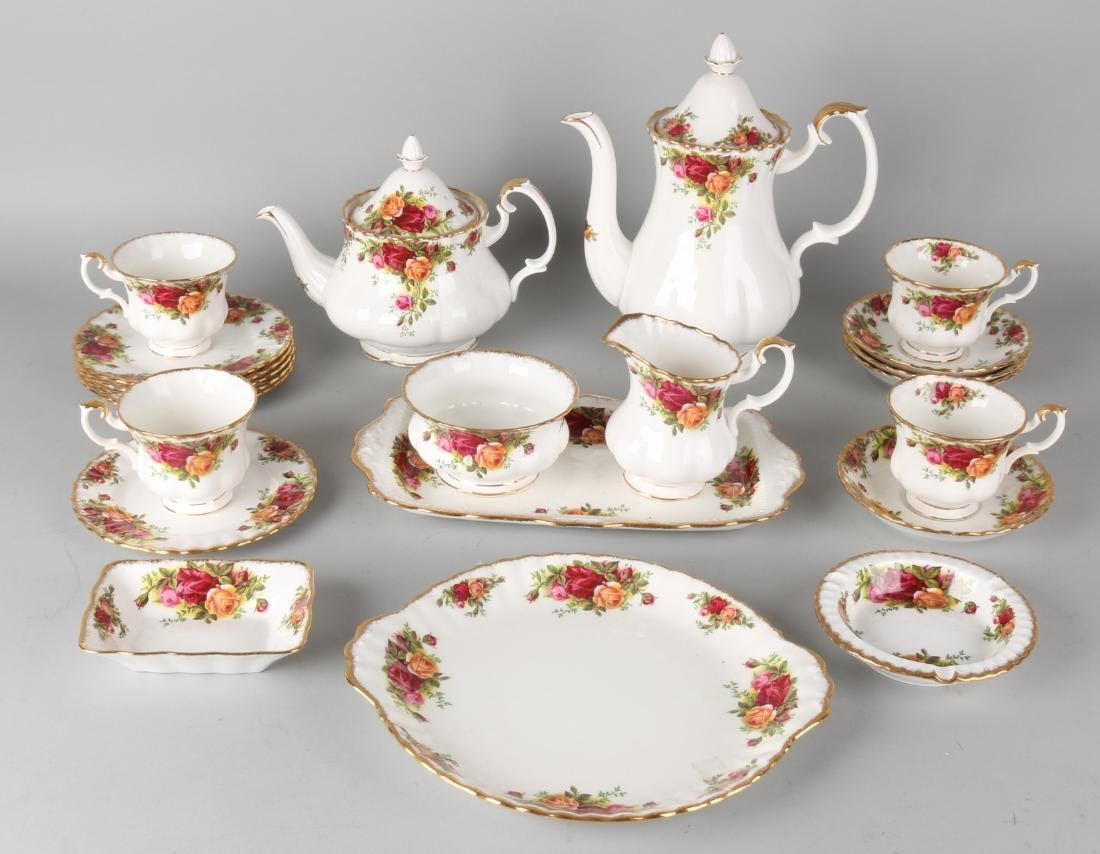 Old English Royal Albert porcelain service. Decor 'Old Country Roses'. Consistin
